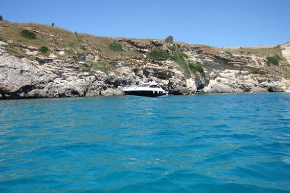 Tour in yacht esclusivo alle grotte di Leuca