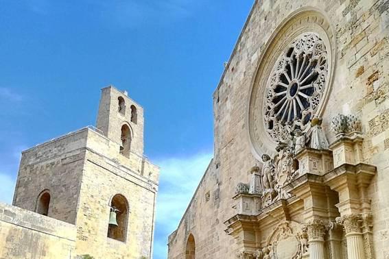 Otranto: architettura della cattedrale e del castello